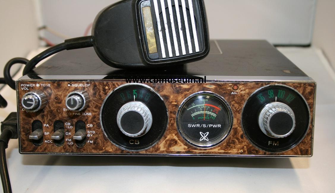 Sears Combo CB radio en FM radio 23 kanalen AM - FM 88-108MHz 1976: www.cbmuseum.nl/Sears.htm